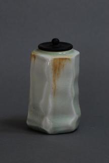 RK Teedose, Porzellan mit Seladonglasur - 2014 - H: 9cm - Preis: 120€