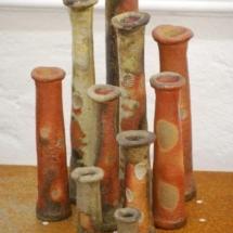Vasengruppe, auf Muscheln gebrannt von Carola Krüger